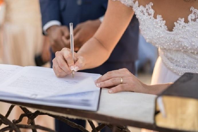 Comment l'évolution du droit a organisé la dynamique du couple en Belgique – La question de l'autonomie financière et du statut juridique de la femme mariée.