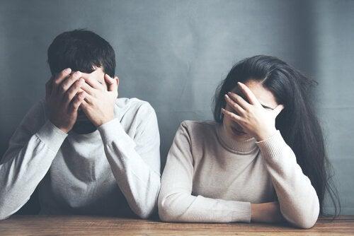 Un couple en état de choc.
